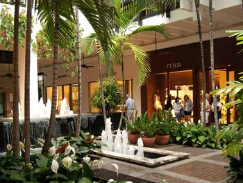 bal-harbour-interior-tropical-fountains-luxury-retail-124-Navigator-Issue-4–spring-summer