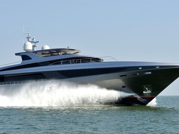Imported Image - TURNING HEADS AT SEA