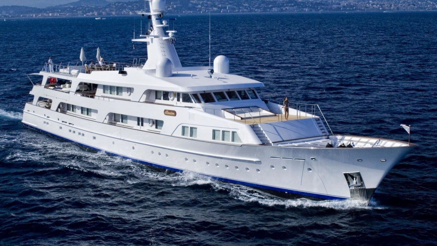 MOTOR YACHT ILLUSION FOR CHARTER WITH N&J