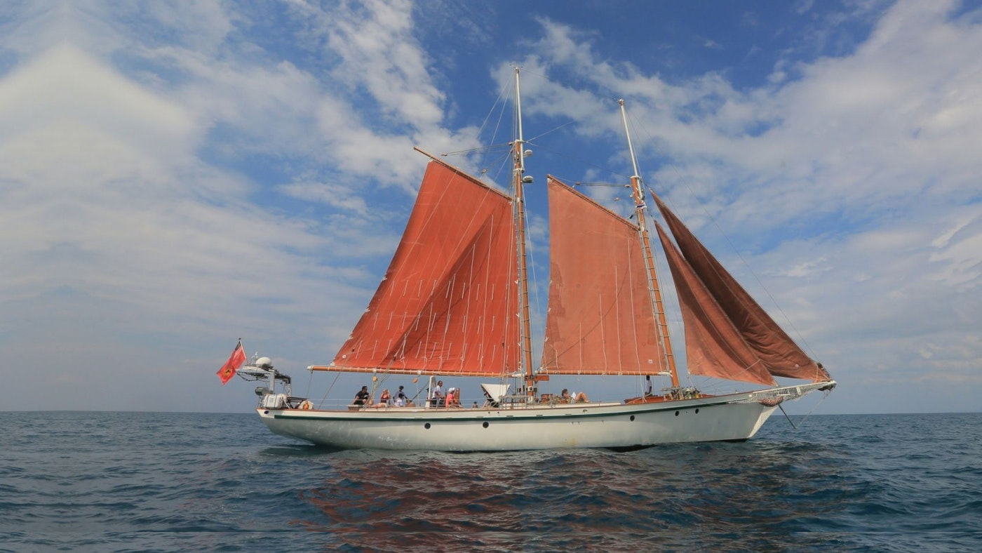 DALLINGHOO  IS NOW AVAILABLE FOR CHARTER WITH NORTHROP & JOHNSON