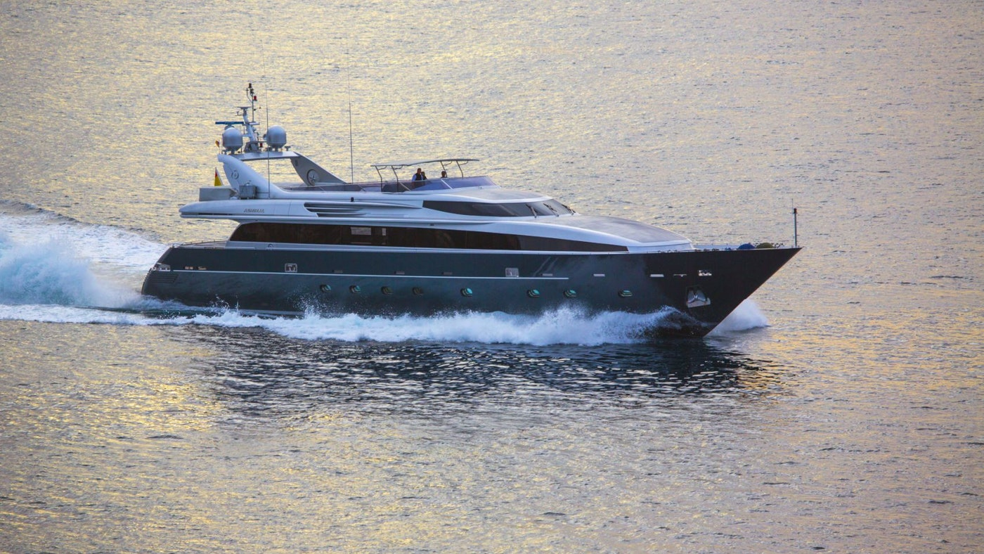 MOTOR YACHT TAMARA RD SOLD BY NORTHROP & JOHNSON