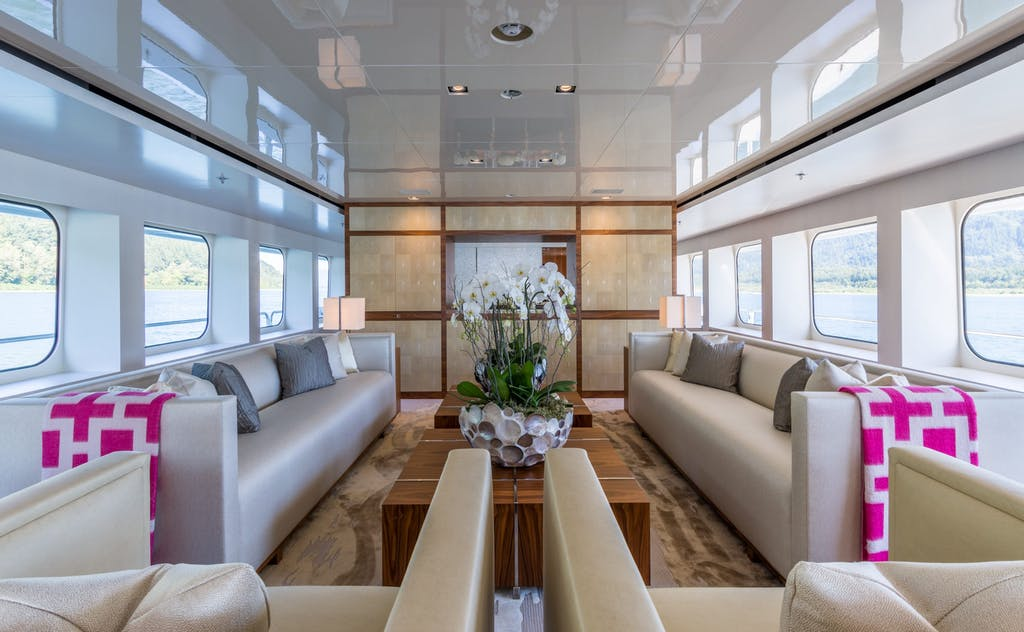 CHASSEUR Main deck lounge