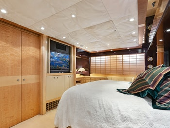 Yachtfisher for sale ILLEAGLE master stateroom