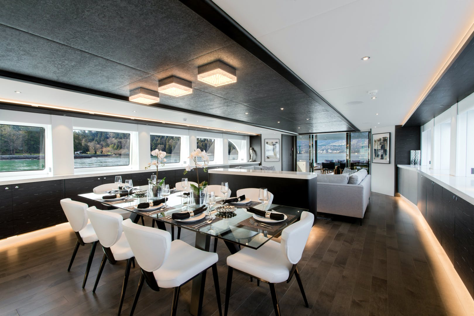 CRESCENt 117 Yacht for sale interior
