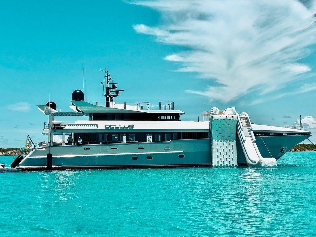 128 -foot (39m) yacht OCULUS profile with watertoys