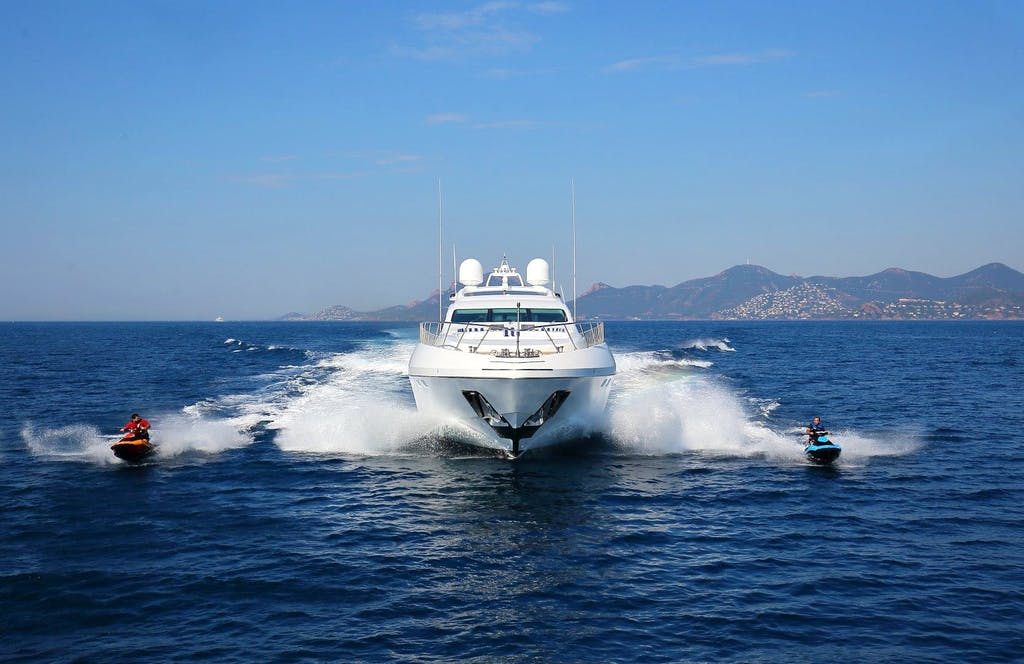 130' (39.62m) Mangusta VINI VIDI VICI running at full speed with jet skis on either side
