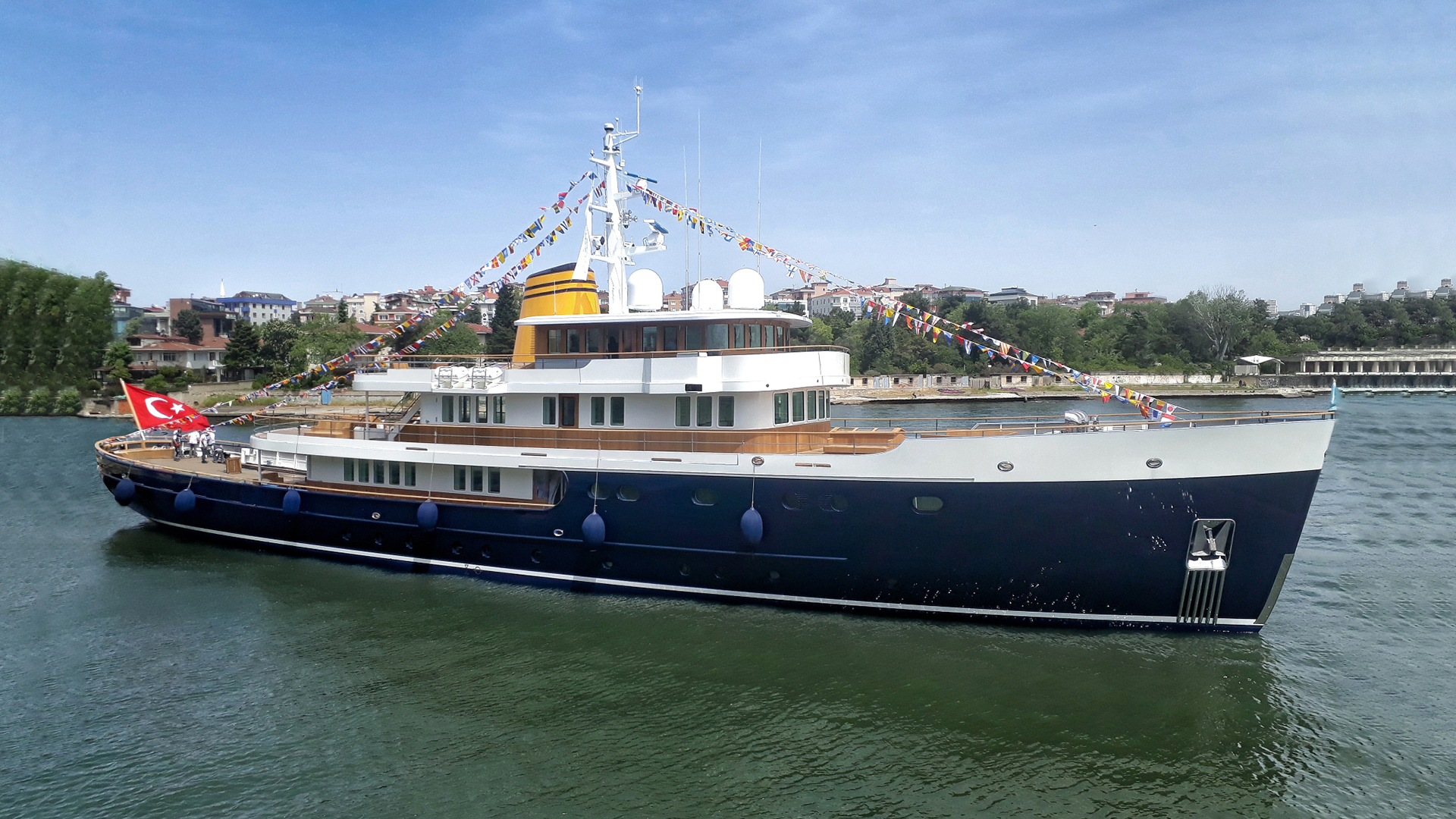 183' (55.9m) Turquiose superyacht BLUE II yacht for charter