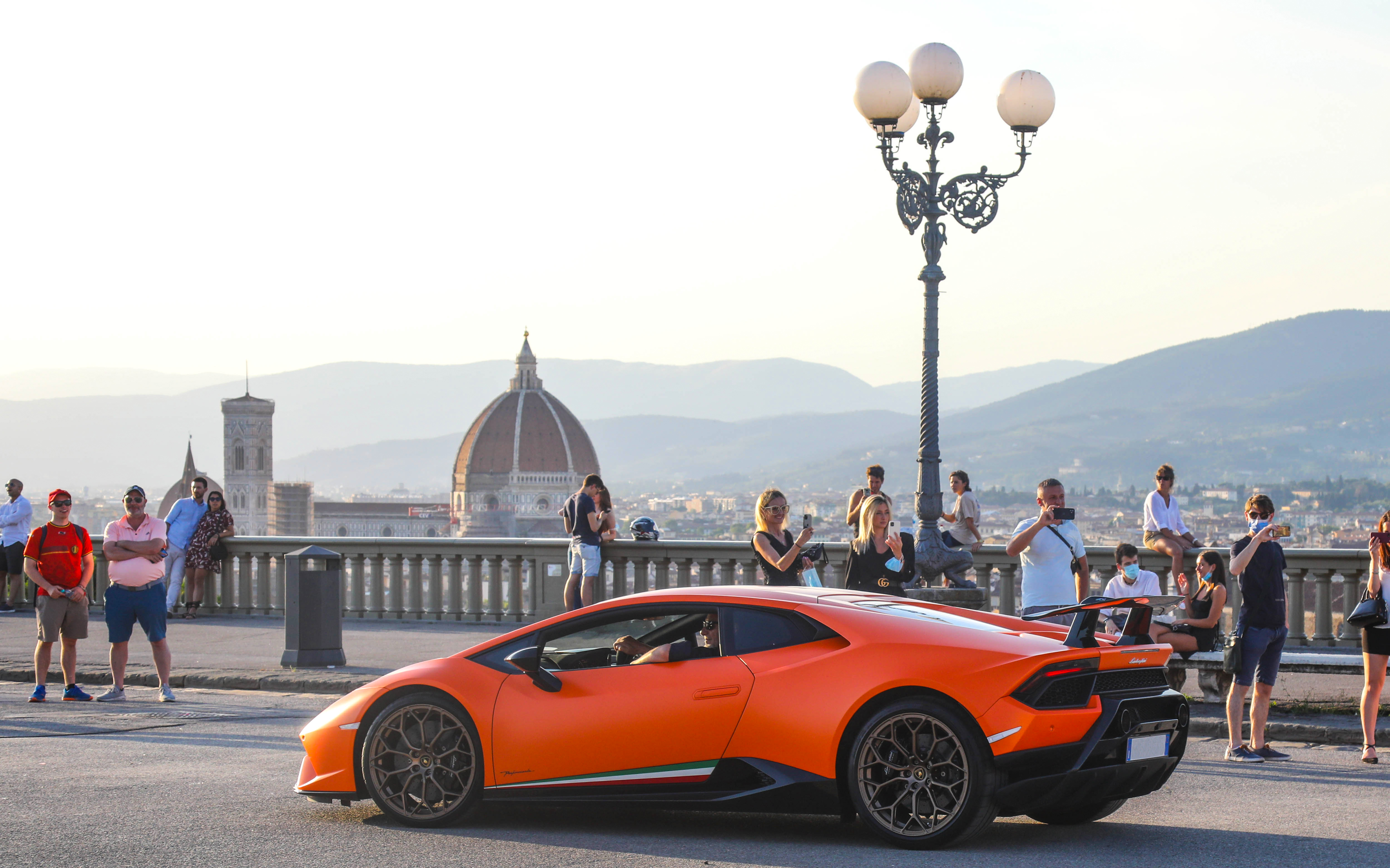 Lamborghinis driving through Florence during Bull Days Tuscany Reloaded 2021