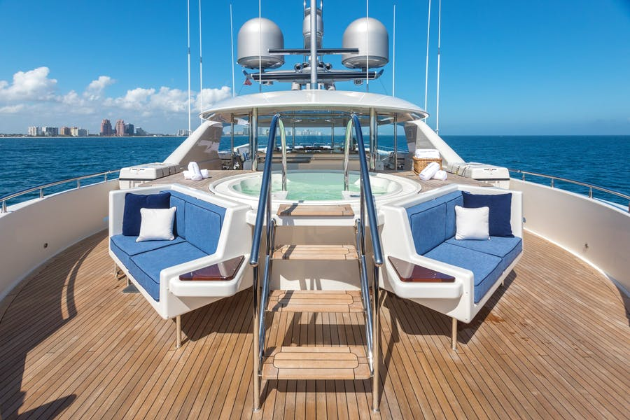 Features for CHASING DAYLIGHT Private Luxury Yacht For charter
