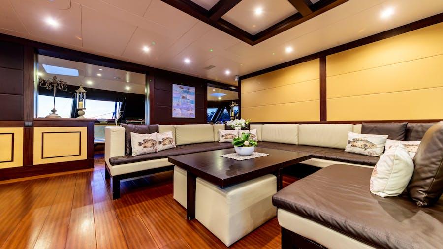 ALLURES Yacht