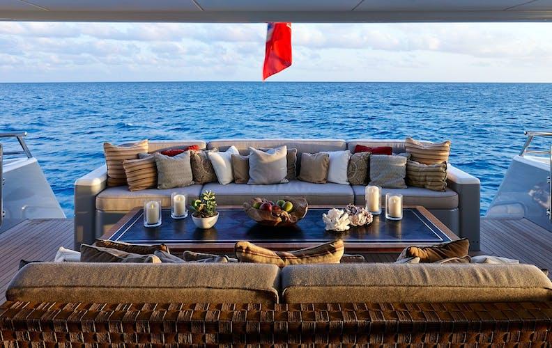 APRIL Yacht