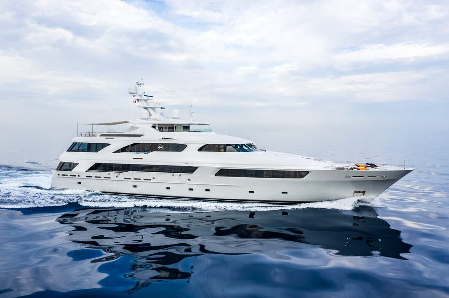 Seasonal Rates for VICTORIA DEL MAR Private Luxury Yacht For Charter