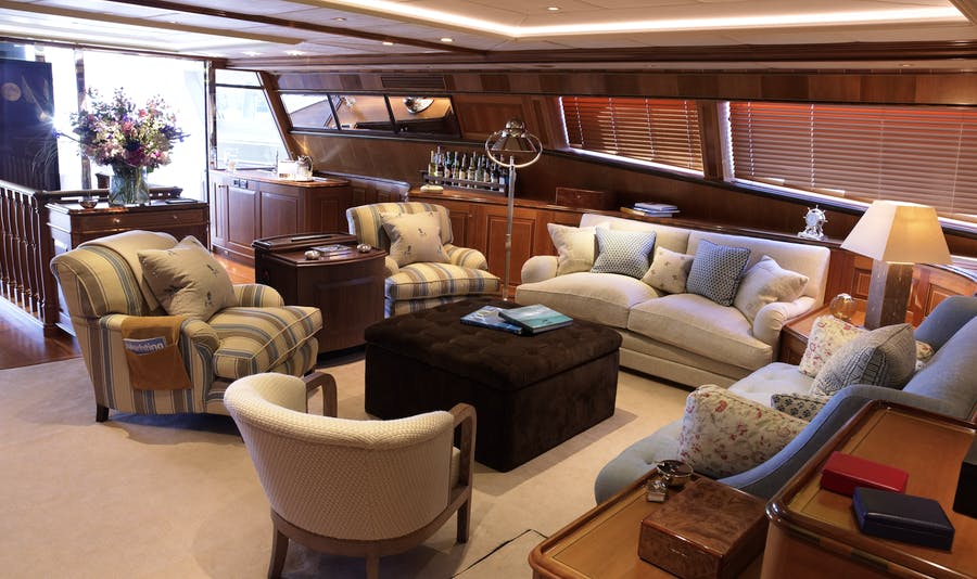 Features for DRUMBEAT Private Luxury Yacht For charter