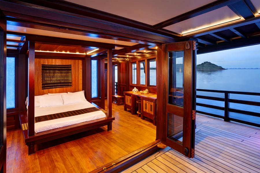 Features for Dunia Baru Private Luxury Yacht For charter