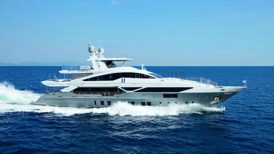 `H Yacht