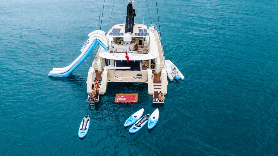 Features for JALUN Private Luxury Yacht For charter