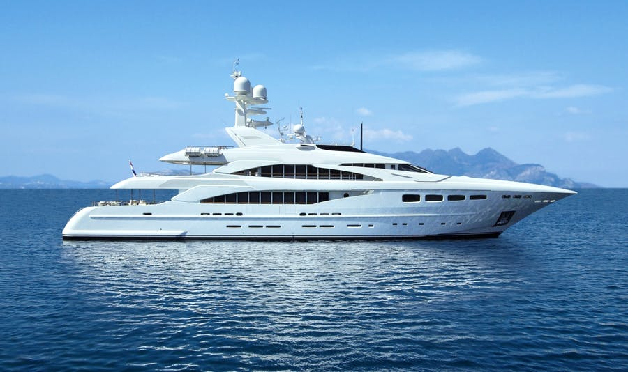 Seasonal Rates for LADY DEE Private Luxury Yacht For Charter