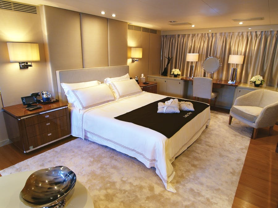 Features for LADY DEE Private Luxury Yacht For charter
