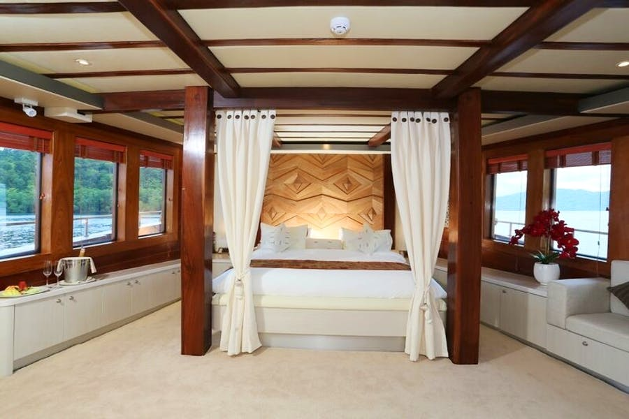 Features for LAMIMA Private Luxury Yacht For charter