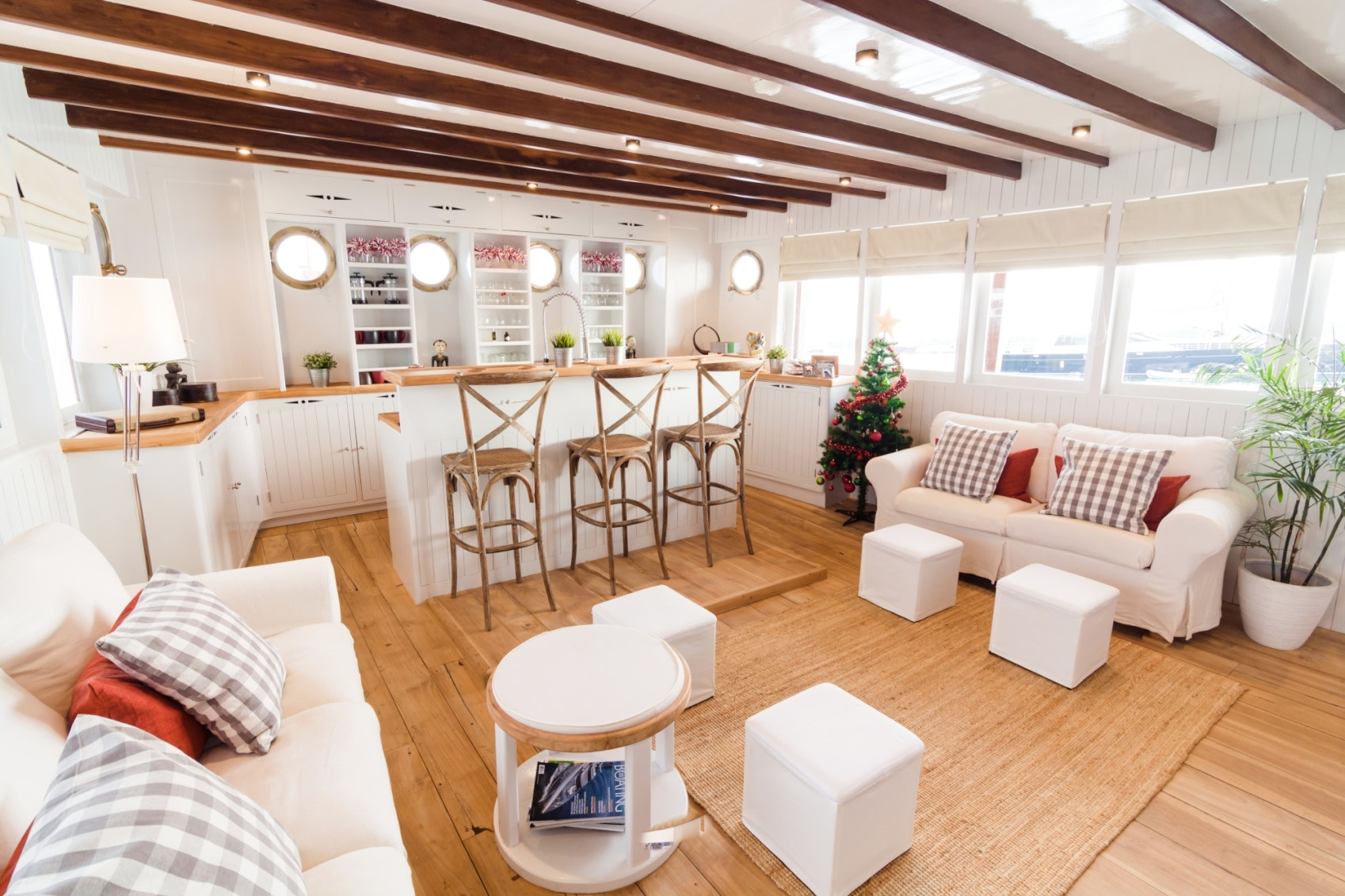 Seasonal Rates for MISCHIEF Private Luxury Yacht For Charter
