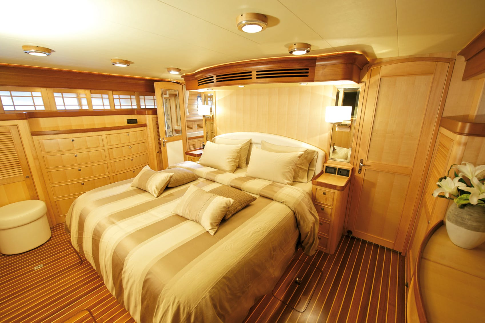 Seasonal Rates for MISS KULANI Private Luxury Yacht For Charter