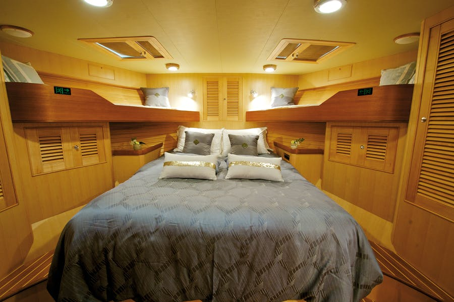 Features for MISS KULANI Private Luxury Yacht For charter