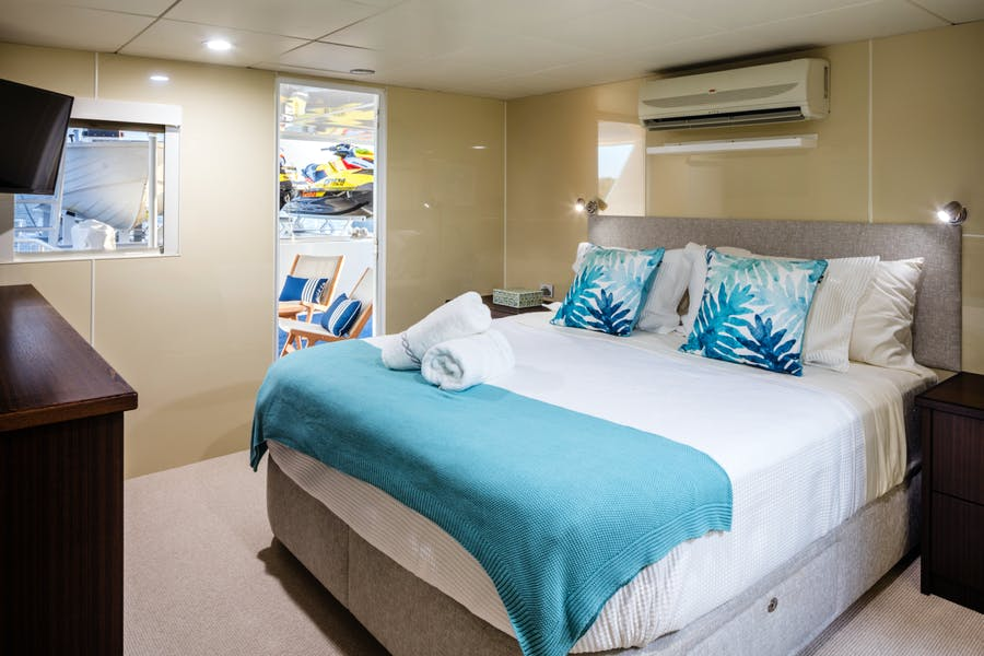 Features for PACIFIC QUEST Private Luxury Yacht For charter