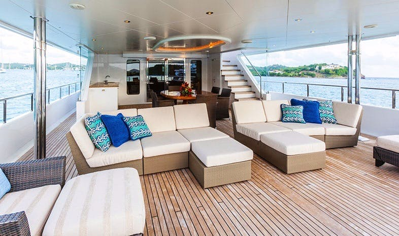 Seasonal Rates for PERLE BLEUE Private Luxury Yacht For Charter