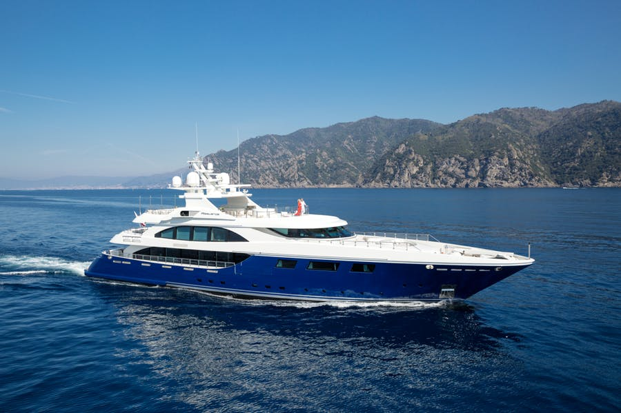 Seasonal Rates for RESILIENCE Private Luxury Yacht For Charter