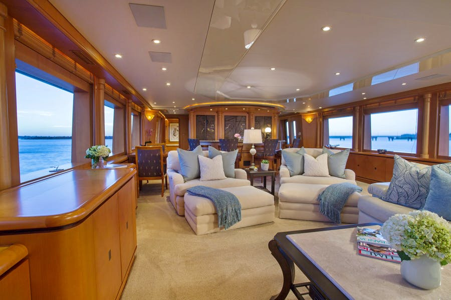 Features for SAVANNAH Private Luxury Yacht For charter