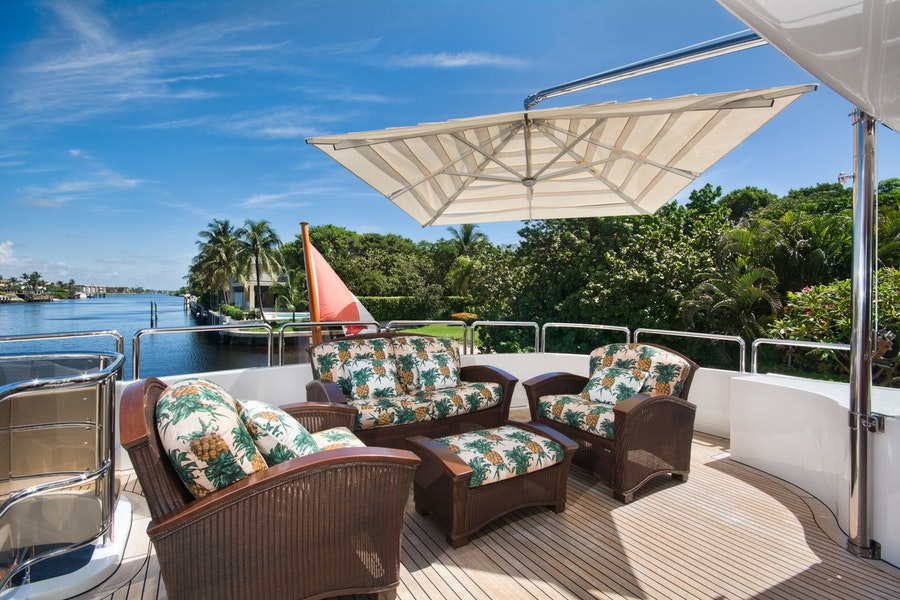 Features for SIETE Private Luxury Yacht For charter