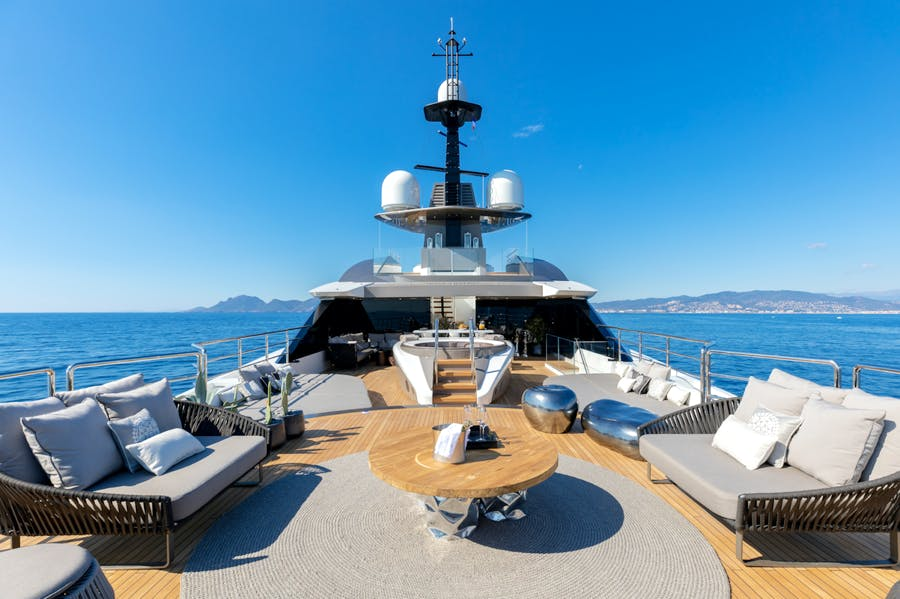 Features for SOLO Private Luxury Yacht For charter