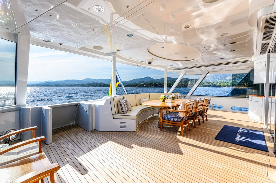 Features for VICTORIA DEL MAR Private Luxury Yacht For charter