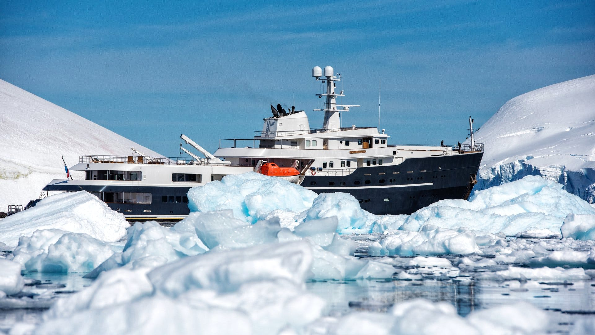 Seasonal Rates for LEGEND Private Luxury Yacht For Charter