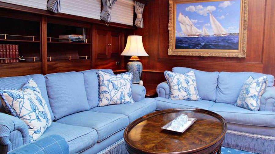 ESSENCE OF CAYMAN Yacht