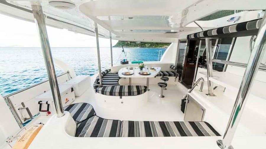 ISLAND R&R Yacht