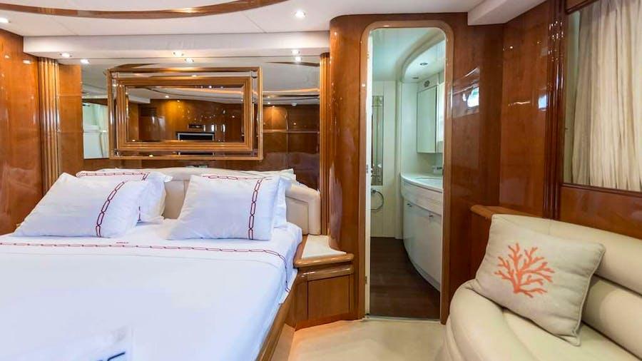 NISAN Yacht