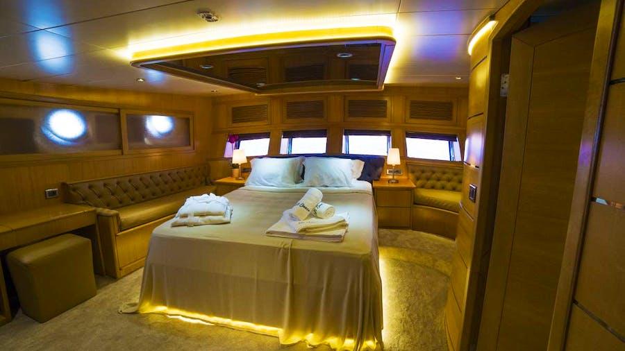 LET'S DANCE Yacht