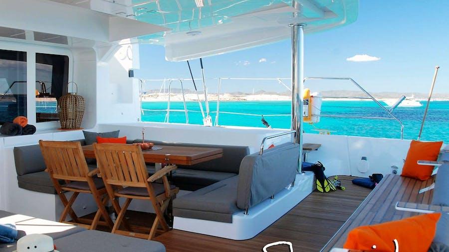 SHANGRI LA   Yacht