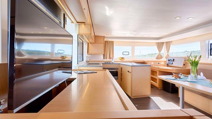 Bright Moon Yacht