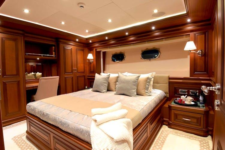AVANTE V Yacht