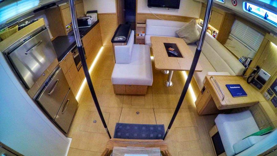 BUOYANT Yacht