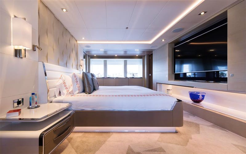 BOOK ENDS Yacht