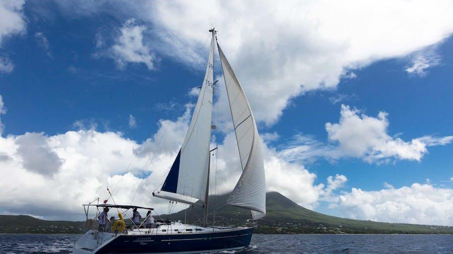 HALF TIDY Yacht