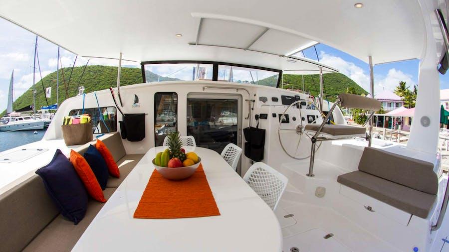 VOYAGE 480 Yacht