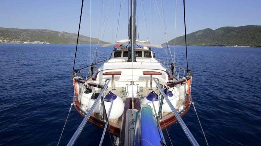 ZEYNOS Yacht