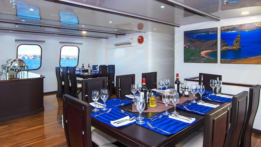 Natural Paradise Yacht