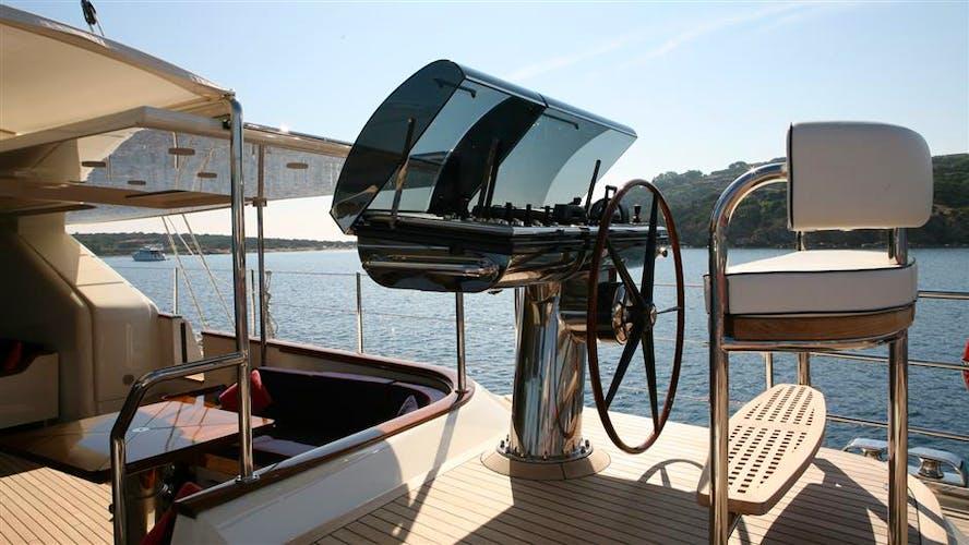 HERITAGE Yacht