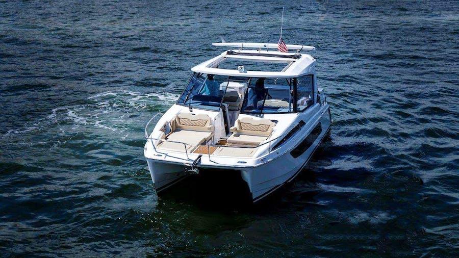 Island Bender Yacht