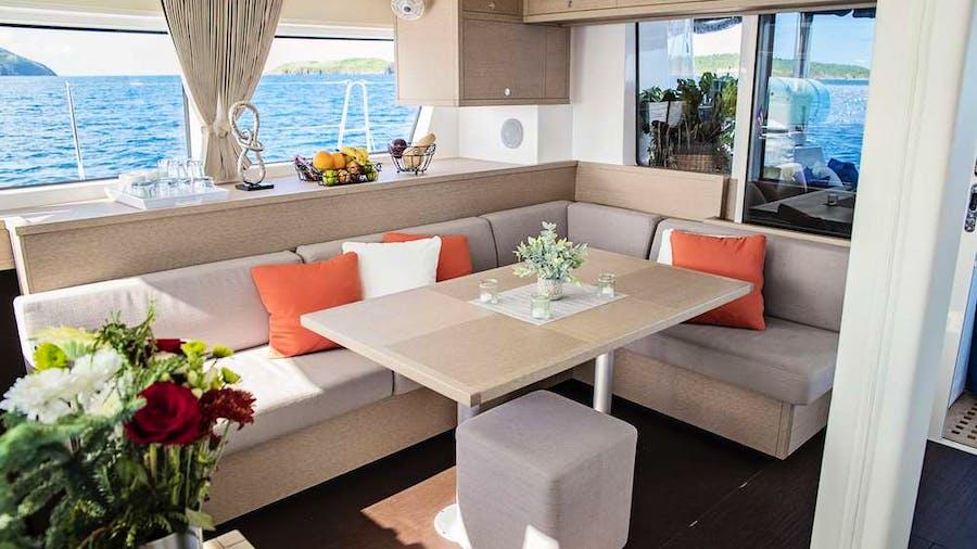 ISLAND HOPPIN' Yacht
